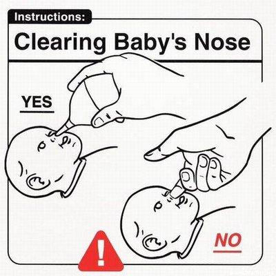 Limpiando la nariz al bebé