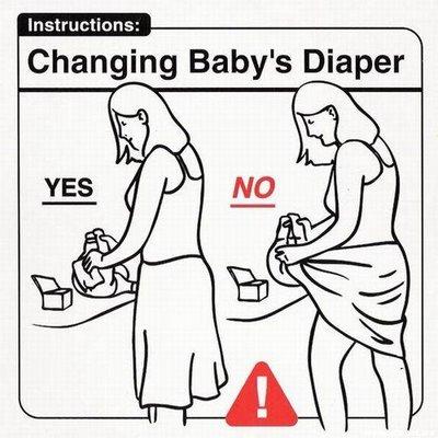 Cambiando el pañal al bebé