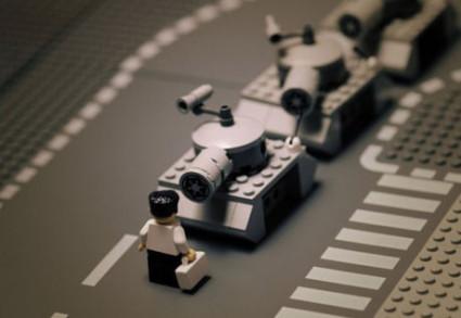 Fotografia LEGO de estudiantes contra tanques en Tiananmen
